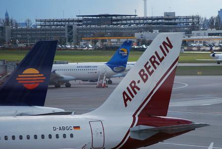 Air Berlin Maschine am Flughafen Hamburg