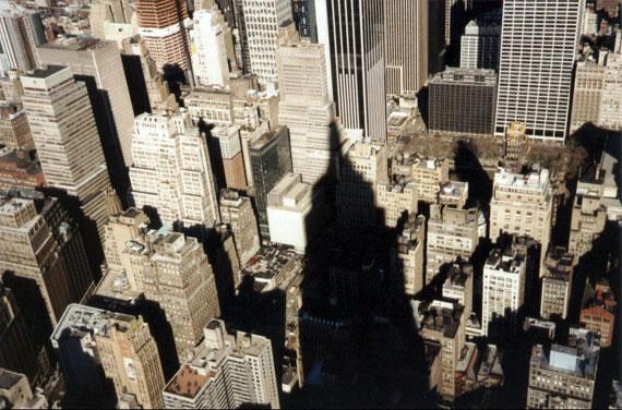 Blick vom Empire State Building in die Häuserschluchten von New York