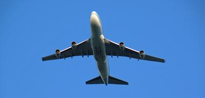 Flugzeug im Anflug | Bildquelle: Lupo bei pixelio.de