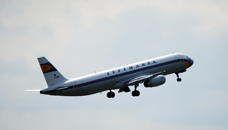 Lufthansa Maschine im Retro-Look