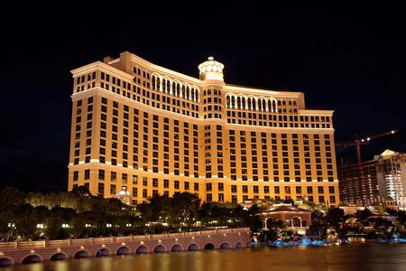"Quelle: ""Bellagio Las Vegas Nacht"" von Patrick Pelster - Selbst fotografiert. Lizenziert unter CC BY-SA 3.0 de über Wikimedia Commons"