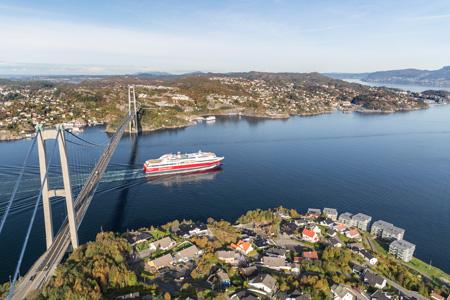 Ein FjordL ine Schiff fährt in einen Fjord | Foto: Fjord Line