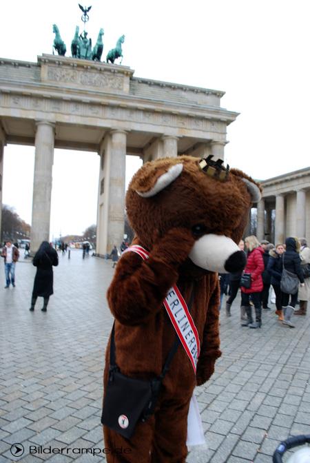 Berliner Bär vor dem Brandenburger Tor