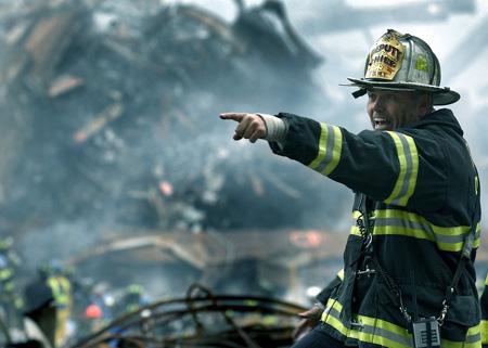 Feuerwehrmann bei der Rettung | Foto: tpsave, Pixabay.com by CCO Public Domain
