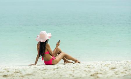 Telefonieren im Urlaub | Foto: sasint, pixabay.com, CC0 Public Domain