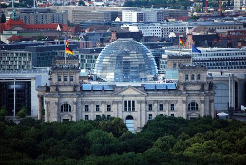 Reichstagsgebäude mit Aussichtskuppel