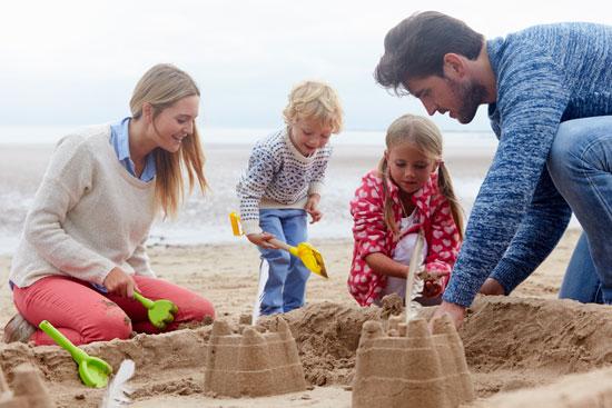 Familienurlaub | Foto: oliveromg/Shutterstock.com, ID:376926433