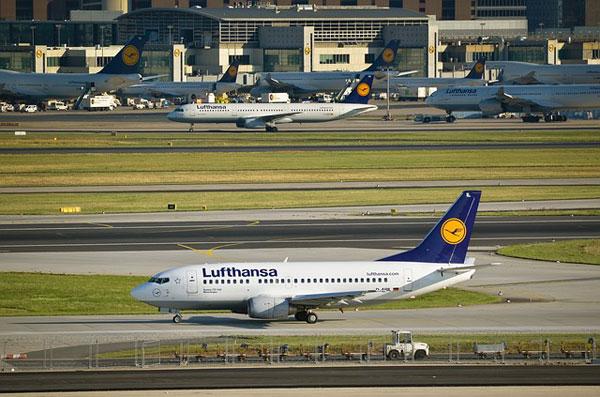 Lufthansa Flugzeuge am FRA   Foto: Mr_Worker, pixabay.com, Pixabay License