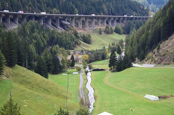 Autobahn in Tirol | Foto: tibi54, pixabay.com, Pixabay License