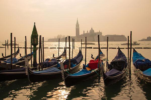 Gondeln in Venedig | Foto: IngeGG, pixabay.com, Pixabay License