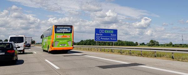 Flixbus auf der Autobahn | Foto: SofiLayla, pixabay.com, Pixabay License