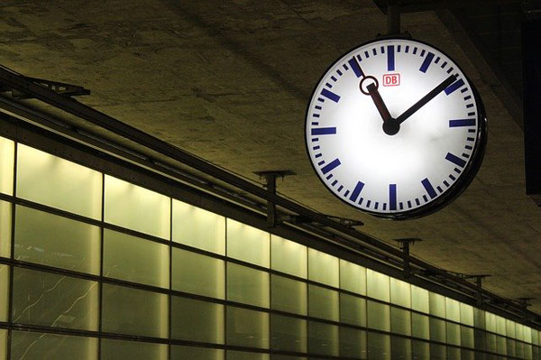 Uhr am Bahnhof | Foto: tillburmann, pixabay.com, Pixabay License