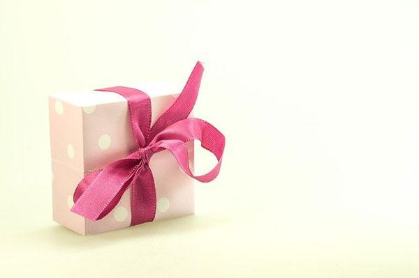 Geschenk für das Patenkind   Bild: blickpixel, pixabay.com, Pixabay License